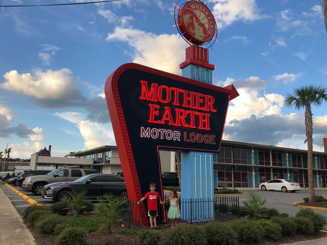 Mother Earth Motor Lodge