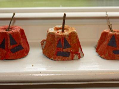 egg carton pumpkins 5.jpg